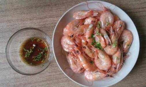 白灼基围虾一般需要煮多久?