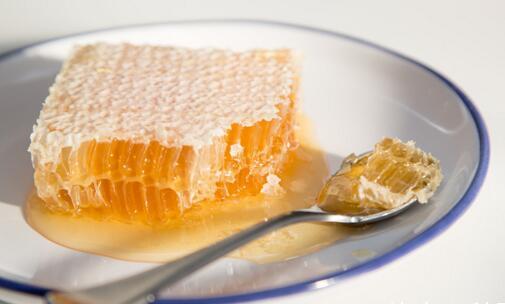 常见的蜂巢蜜含有激素吗?