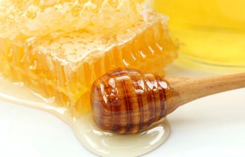 吃蜂巢蜜为什么要用木勺?