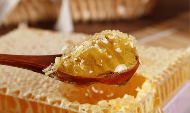 蜂巢蜜怎么吃对身体好呢?