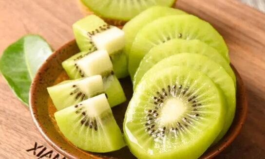 每天坚持吃一个猕猴桃会变白吗?