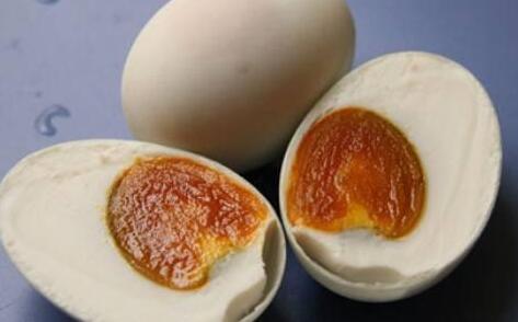 生鸡蛋怎么腌制好吃出油?