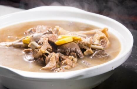 番鸭用什么配料煲汤?